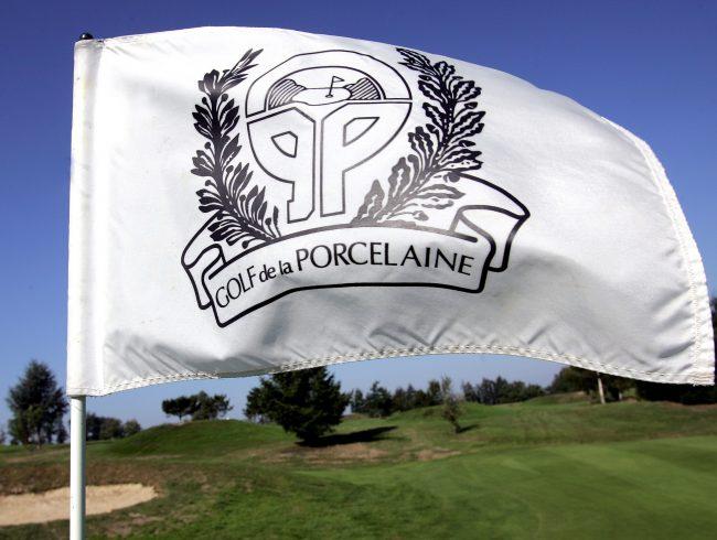 drapeau avec logo du golf de la porcelaine